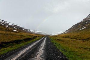 Straße Mjóafjarðarvegur, Nr. 953 nach dem Ostfjord Mjóifjörður, Passhöhe, Schlechtes Wetter zieht auf, Island 2009