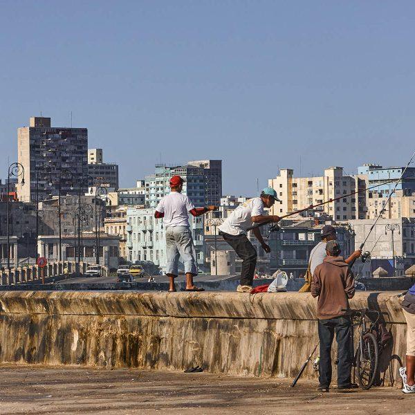 Angler am Malecón, Havanna, Kuba 2009
