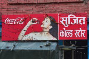 Coca Cola Schild, Kathmandu, Nepal 2014