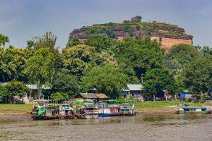 Ruine der unvollendeten Mingun-Pagode am Irrawaddy River, Myanmar Oktober 2015