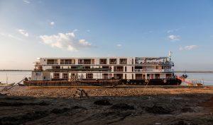 Flußschiff am Irrawaddy River, Myanmar Oktober 2015