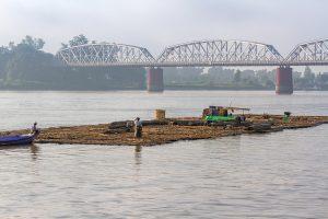Bambusfloss, Brücke über den Irrawaddy, Myanmar Oktober 2015